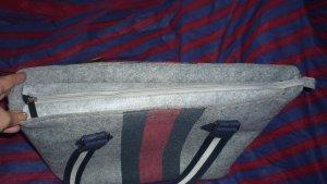Bolso estilo universitario color plata-rojo neón