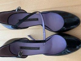Hohe Schuhe mit Riemchen