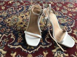 Hohe weiße Schuhe