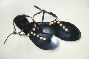 hübsche Sandalen mit Perlen