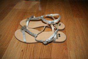 Hübsche Zehen-Sandaletten mit Glitzersteinen