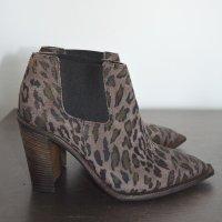 Hugo Boss Stiefeletten Ankle Boots Animal Schlupfstiefel Stiefel Leder Spitz 37