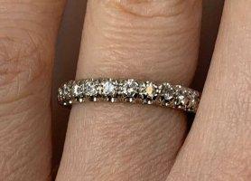 Infinity-Ring Weißgold 18 K mit Diamanten