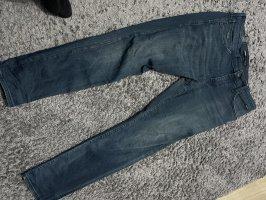 Jeans bequem grade geschnitten