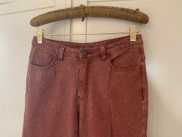 Jeans in einem verwaschenen himbeerroten Farbton von Vila