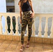 Jeans in Militäroptik