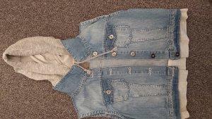 Jeans-Jacke mit Kapuze