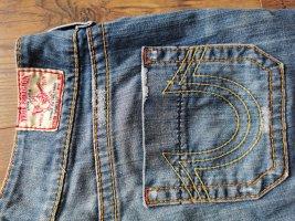 Jeans mit ausgestellten Bein
