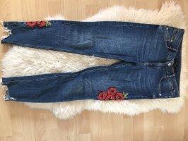 Jeans mit Blumenbestickung