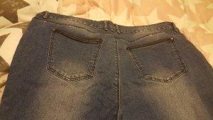 Jeans mit Lederapplikation