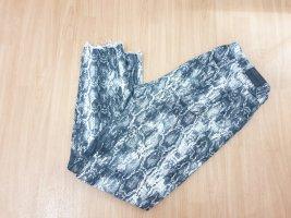 Jeans mit Snakeprint