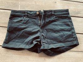 Jeans Shorts H&M neuwertig Gr. 40 Jeans Shorts neuwertig Gr.40 schwarz Bundbreite ca. 42 cm Außenbeinlänge ab Bund ca. 27 cm