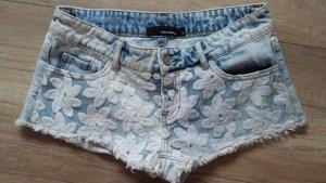 Jeans Shorts  mit Blümchen 34
