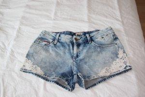 Jeans Shorts mit Spitzenverziehrung