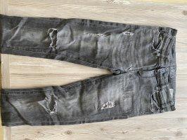Jeans von ZARA mit Rissen