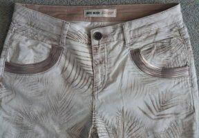 Jeanshose mit floralem Druck