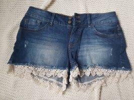 Jeanshotpants mit Spitze