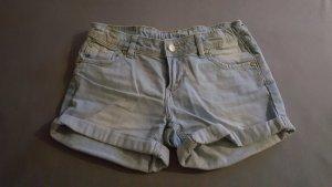 Jeansshorts aus der Kinderabteilung (Gr. 146)