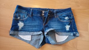 Jeansshorts destroyed look