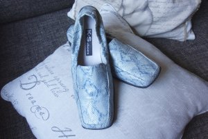 K+S shoes (KS Schuhe) flacher Schuh mit kleinem Keil, Kroko Leder, innen und außen Leder, hellblau, Blau, türkis, Blautöne, eckige Schuhspitze, Gummi an der Ferse für gute Passform, Gummisohle mit Noppen, sehr bequemer Schuh, hoher NP (€ 180,-), hochwerti