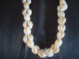 Collar de conchas beige claro