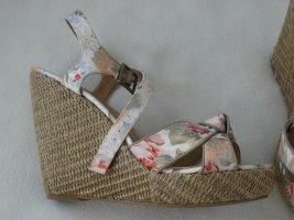 Keil-Sandalen/ Sandaletten, 38, nie benutzt, im Originalkarton, toll für die warme Jahreszeit