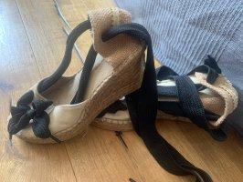 Keil-Schnür-Schuh