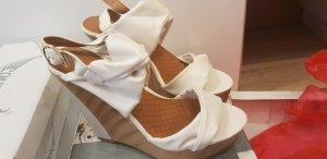 Sandały klinowe na obcasie jasnobrązowy-w kolorze białej wełny