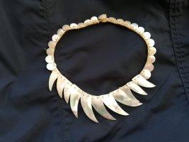 African Style Naszyjnik z muszelek w kolorze białej wełny-kremowy