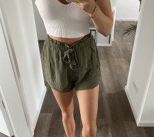 Khaki Shorts zum Binden