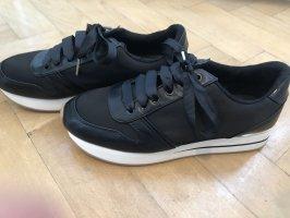 Klassischer schwarze sneaker - wie neu!