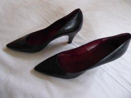 Andrea Puccini Pointed Toe Pumps black