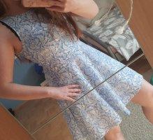 Kleid mit Cutout am Rücken