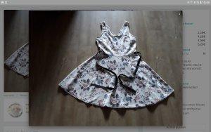 Kleid mit glockenrock