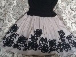 Kleid mit schwarzen blumen 42- 44