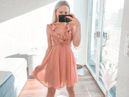 Kleid mit Tüllrock und V-Ausschnitt