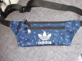 Kleine Bauchtasche von Adidas