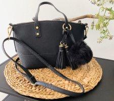 kleine süße Handtasche schwarz Anhänger wie neu Fellbommel