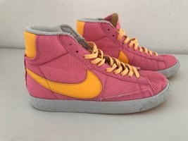 Knallige Nike Sneaker hoch