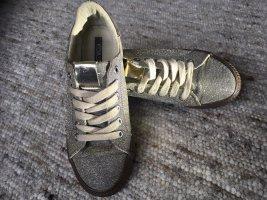 Koaj Schuhe