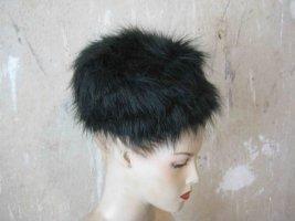 Kunstfellmütze in schwarz  von Weekday - winter Look