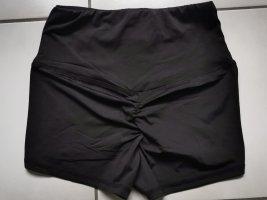 Kurze booty Short in schwarz