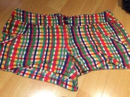 Kurze bunte Shorts