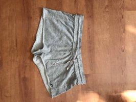 kurze graue Hose