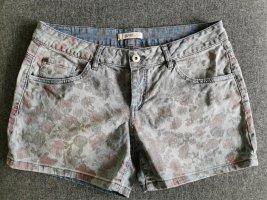kurze Jeans-Hose Gr. 30