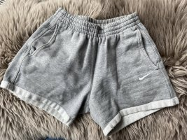 Nike High-Waist-Shorts light grey-white