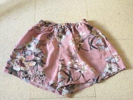 Kurze rosa Blumenhose