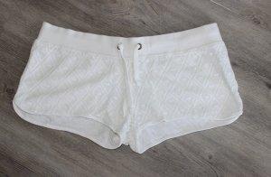 • Kurze Shorts aus Spitze