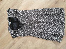 kurzes schwarz weiß gepunktetes Kleid