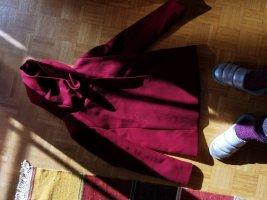 Abrigo con capucha carmín-burdeos